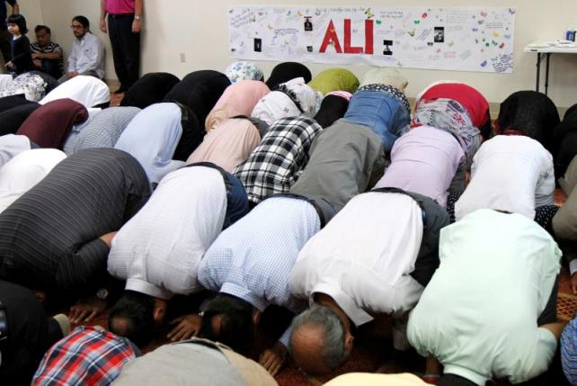 Members of the Louisville Islamic Center pray together before an inter-faith service to honor Muhammad Ali, the former world heavyweight boxing champion after he died at the age of 74 on Friday at the Islamic Center in Louisville, Kentucky, US on June 5, 2016. PHOTO: REUTERS