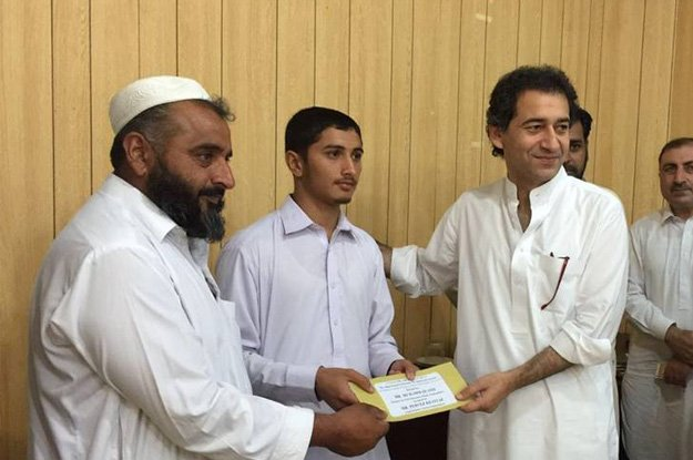 samosa seller s son awarded rs0 5m for academic excellence