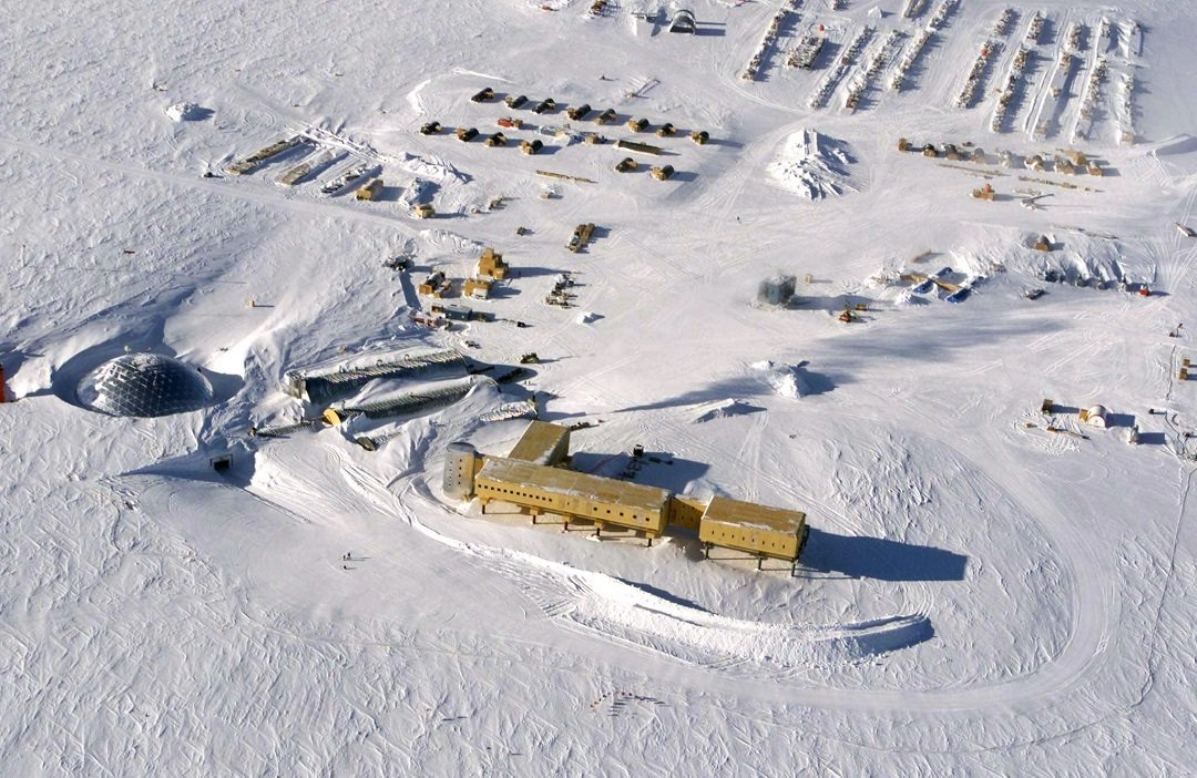 sick workers evacuated in daring south pole rescue
