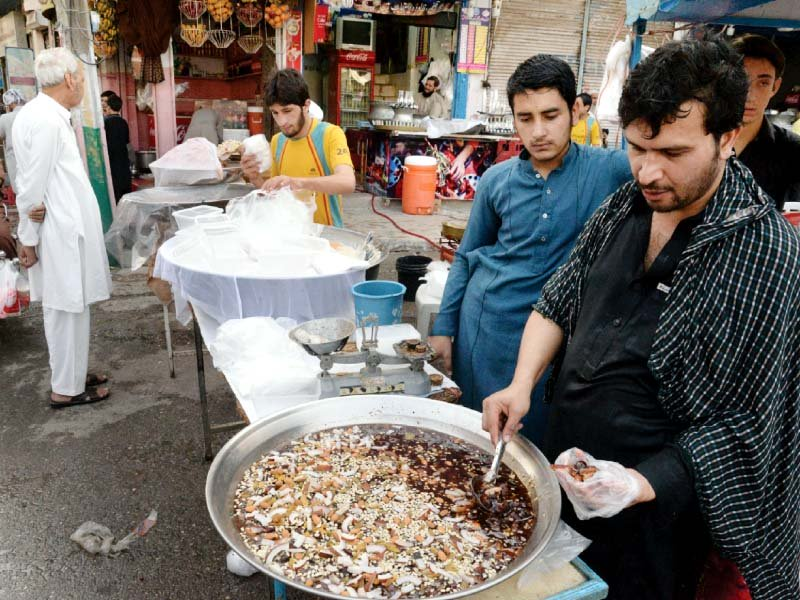 east street smells and sizzles that draw hundreds at sehri