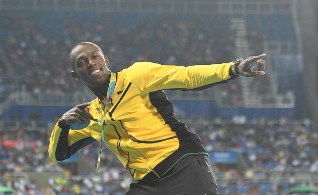usain bolt eases into 200m semi finals