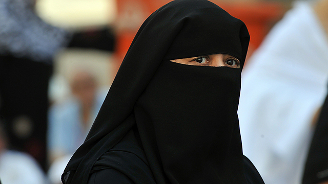 non members disguised in burqa attend budget meeting