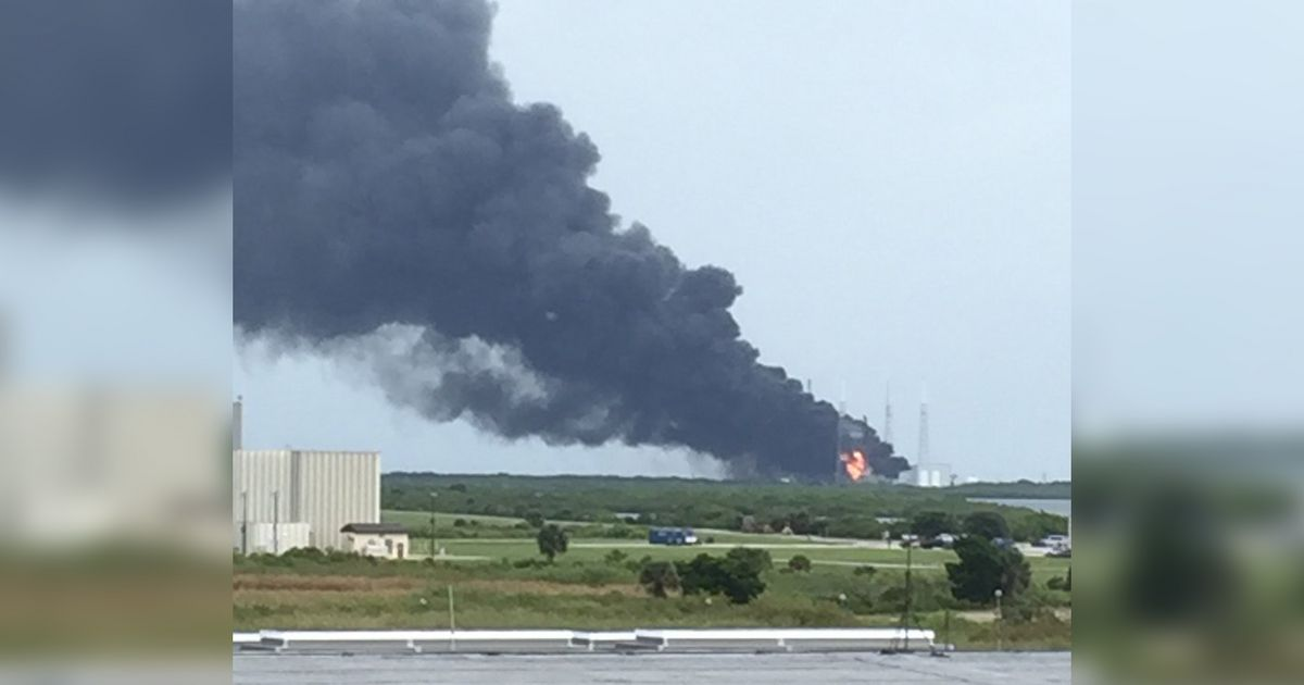spacex rocket explodes at launch site in florida