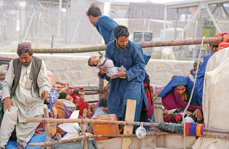 An Afghan family prepares to leave Pakistan at Chaman border in Balochistan. PHOTO: FILE