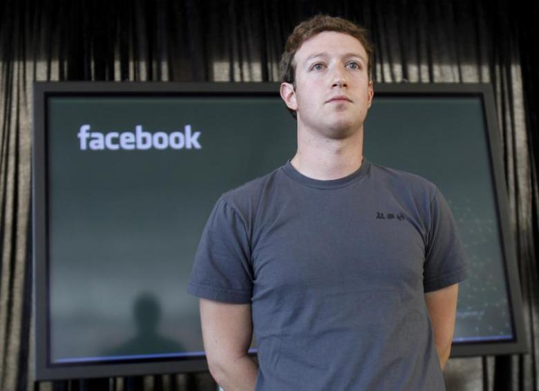 zuckerberg accused of abusing power after facebook removed napalm girl post