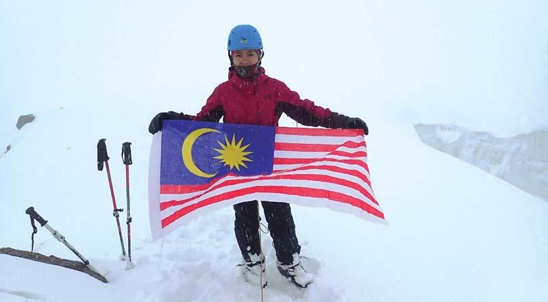 malaysian girl celebrates independence day on pakistani peak
