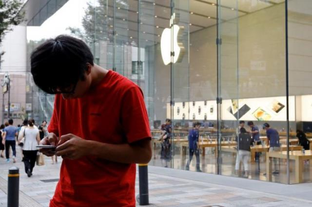 Reports suggest iPhone 7 plus causing hissing sounds PHOTO: REUTERS