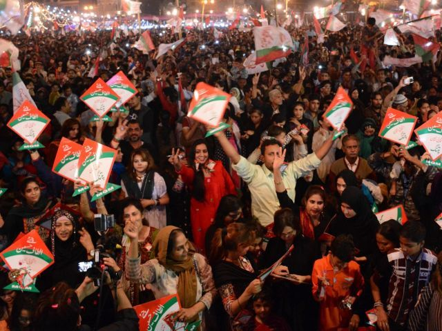 at odds our lawmakers will not resign says mqm leader