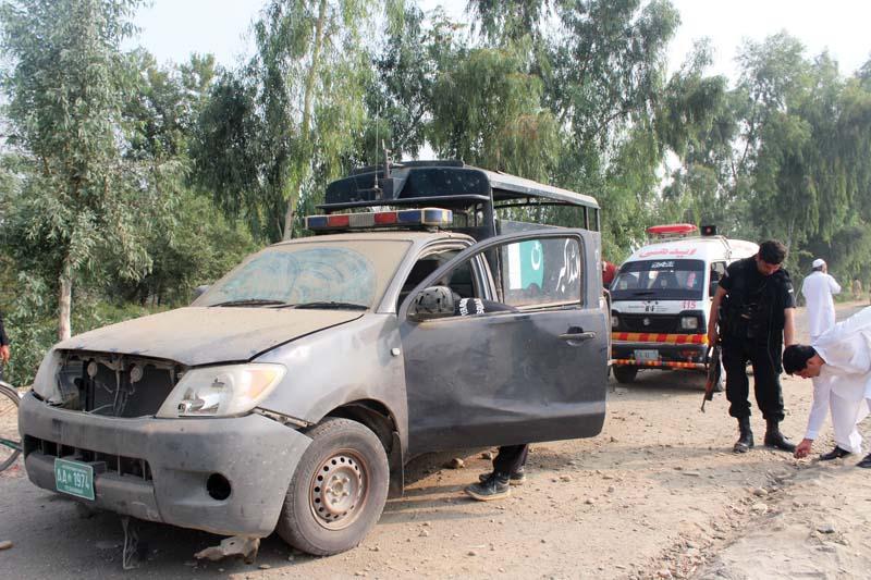 anti polio campaign roadside explosion in charsadda injures nine