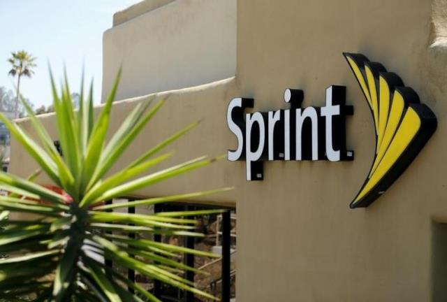 sprint to provide one million students with free internet mobile devices