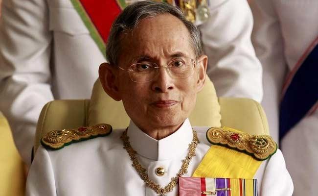 anxious prayers for ailing thai king outside hospital