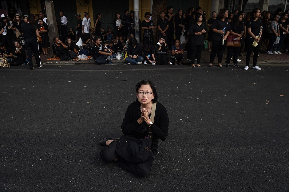 as thais mourn king black clothing booms