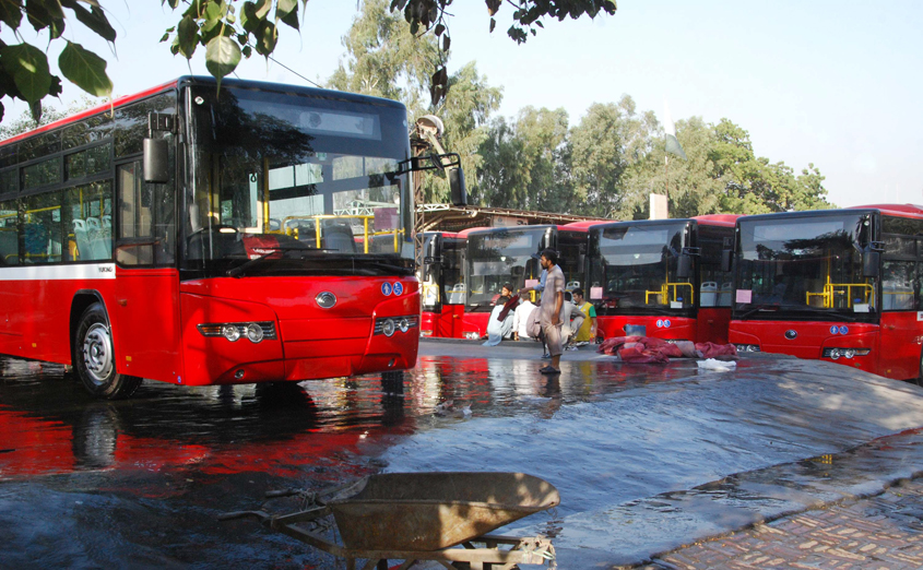 new public buses to hit lahore s roads
