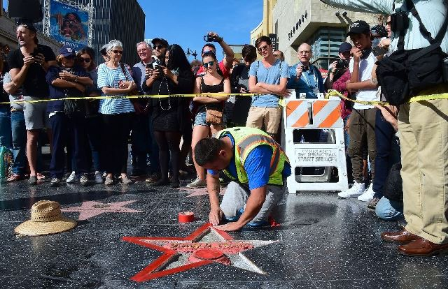 man who defaced trump s hollywood star arrested