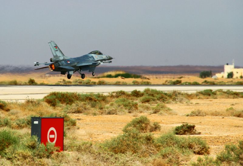 an f 16 fighting falcon from the royal jordanian air force takes off during an exercise at an air base in northern jordan on may 12 2014 photo afp