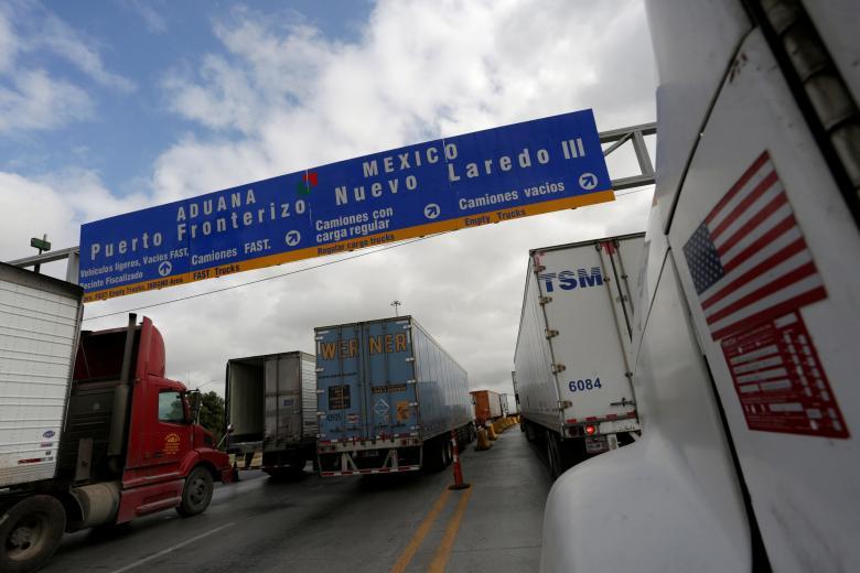 Trucks wait in the queue for border customs control to cross into U.S. at the World Trade Bridge in Nuevo Laredo, Mexico, November 2, 2016. PHOTO: REUTERS