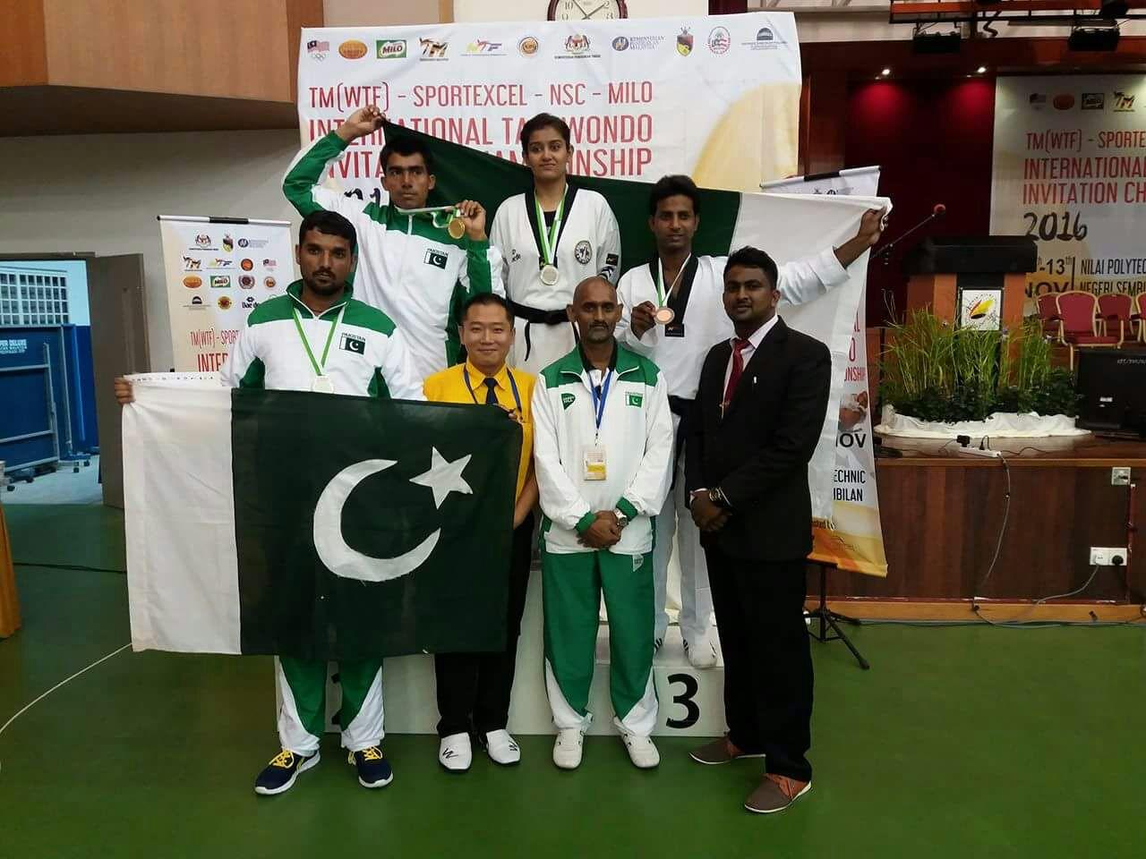 medal laden taekwondo squad returns