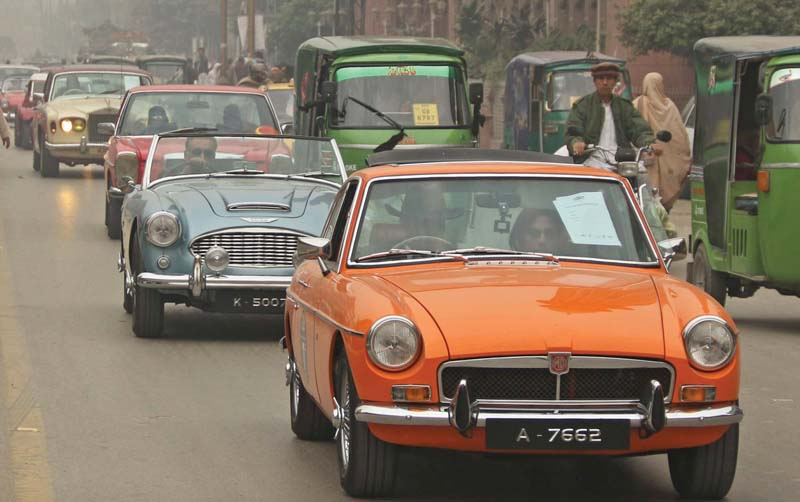 peshawar bowled over by sight of vintage cars