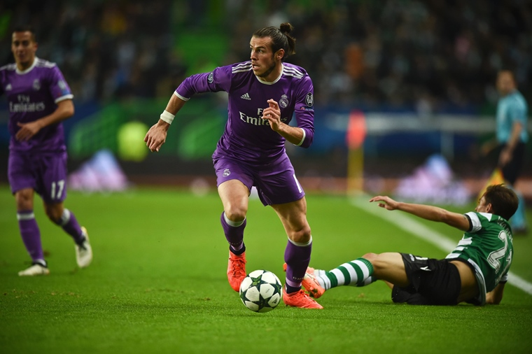 real madrid 039 s welsh forward gareth bale c controls the ball during the uefa champions league football match sporting cp vs real madrid cf at the jose alvalade stadium in lisbon on november 22 2016 photo afp