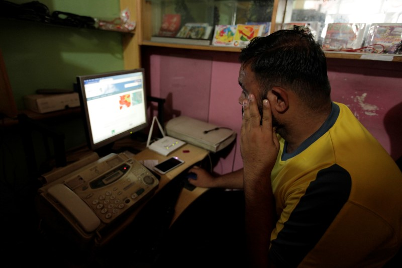 a man explores social media on a computer at an internet cafe in islamabad on august 11 2016 photo reuters