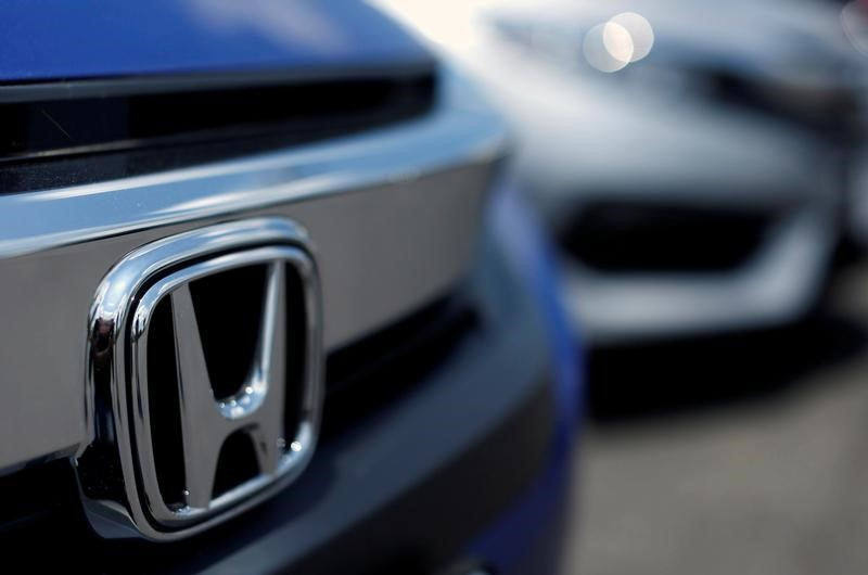 The two companies would form a partnership to develop the ride-sharing technology and driver education programs. PHOTO: REUTERS