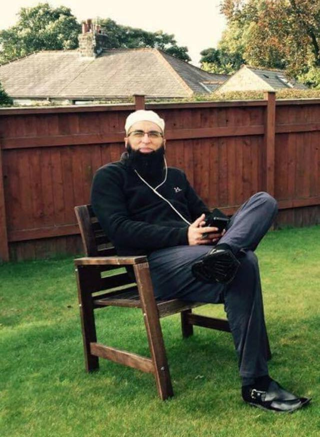 junaid jamshed s son pays heart wrenching tribute to father