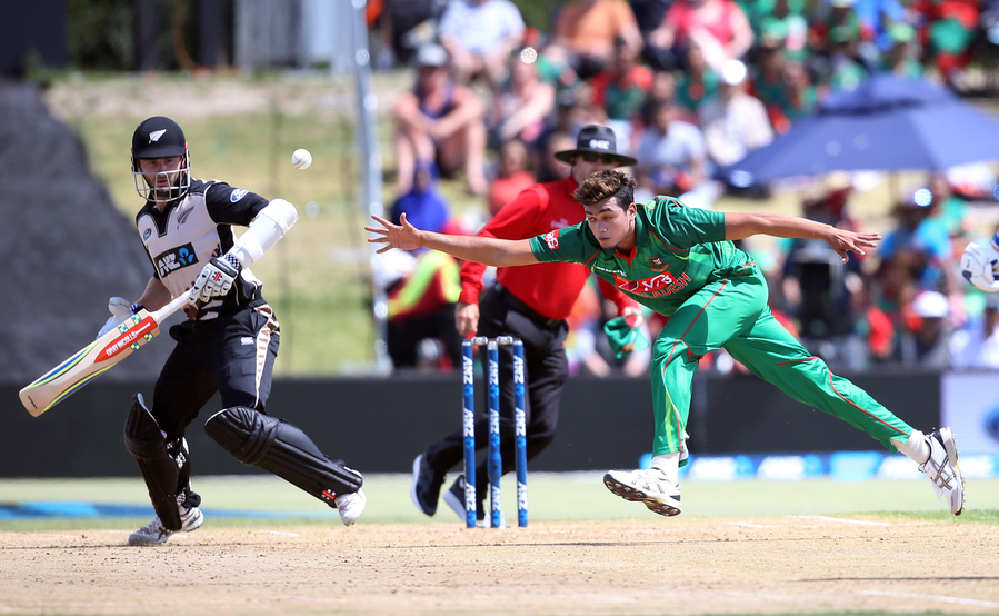 Taskin Ahmed (C) of Bangladesh fields off his own bowling during the 20/20 International cricket match between New Zealand and Bangladesh at Bay Oval in Mount Maunganui on January 8, 2017. PHOTO: AFP