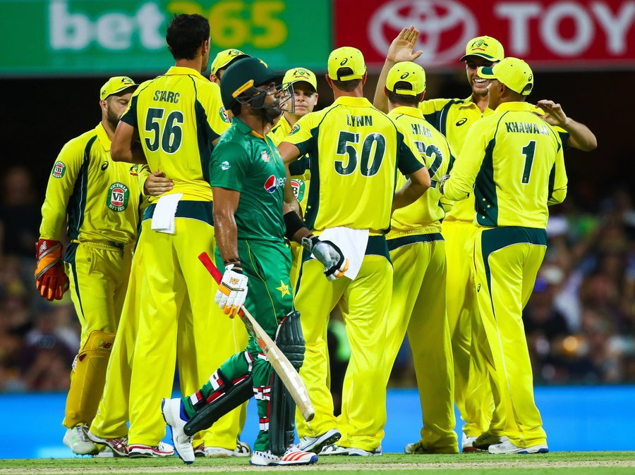 australia beat pakistan by 92 runs in first odi