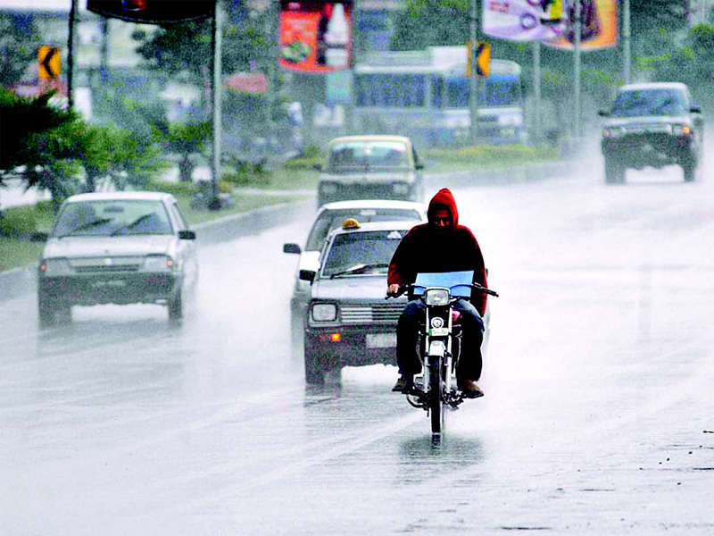 it s raining in karachi and no one can handle it