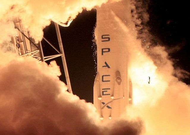 A SpaceX Falcon 9 rocket lifts off at the Cape Canaveral Air Force Station in Cape Canaveral, Florida. PHOTO: REUTERS
