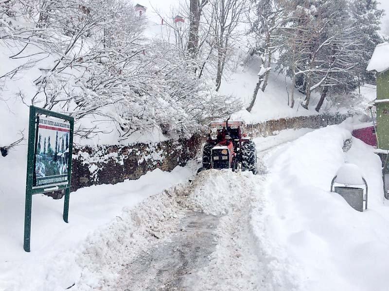abbottabad murree road unusable due to heavy snow