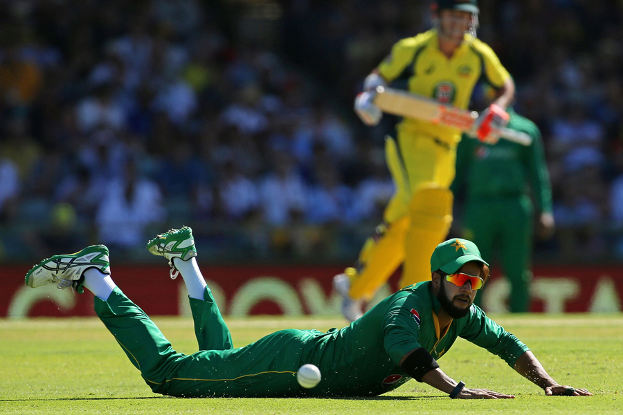 ton up smith leads australia to seven wicket win over pakistan