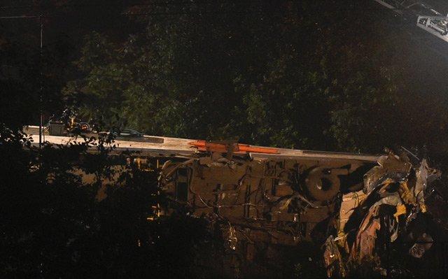 foul play suspected train crash kills 39 in india s andhra pradesh state
