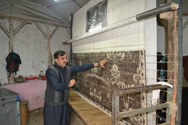 with afghan refugees leaving is pakistan waving goodbye to carpet weaving