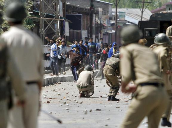 Kashmiri protesters throw stones towards Indian policemen during a daylong protest strike in Narbal, north of Srinagar April 18, 2015. PHOTO: REUTERS