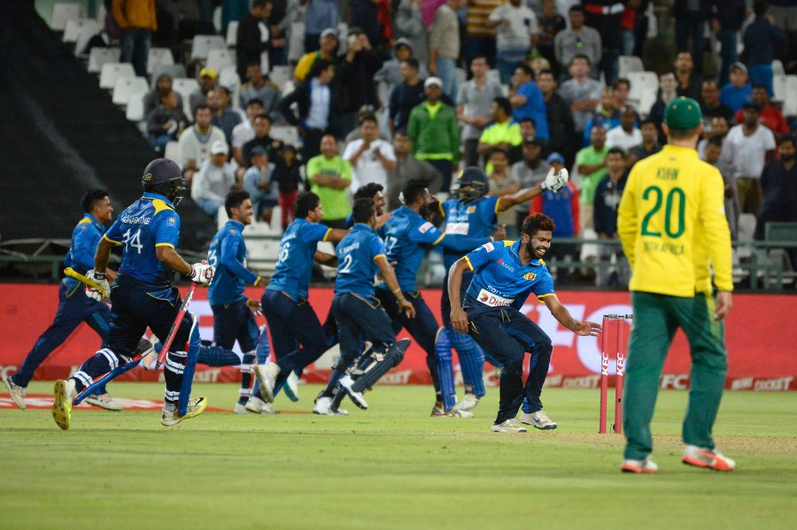 members of the sri lankan team celebrate after winning the t20 cricket match between sri lanka and south africa at newlands stadium on january 25 2017 in cape town photo afp