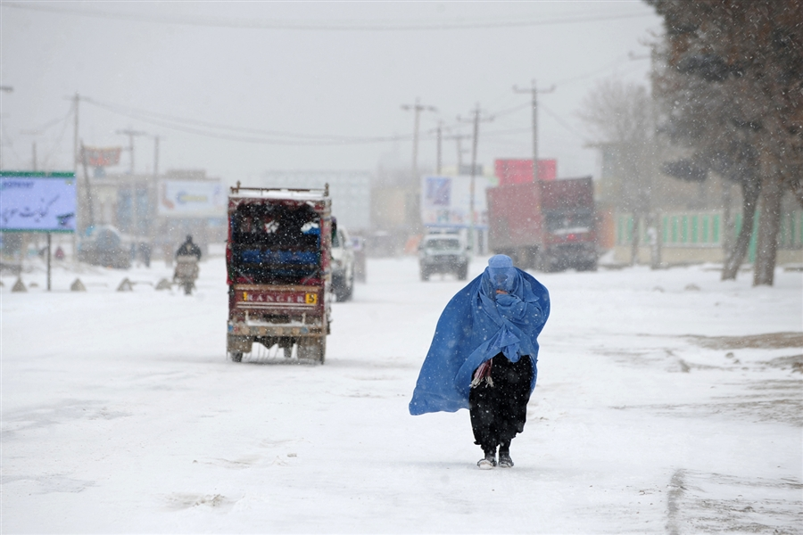 snowfall draws tourists to galiyat