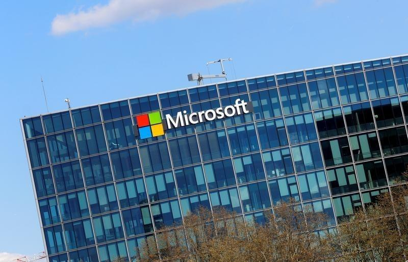 microsoft s market value tops 500 billion again after 17 years