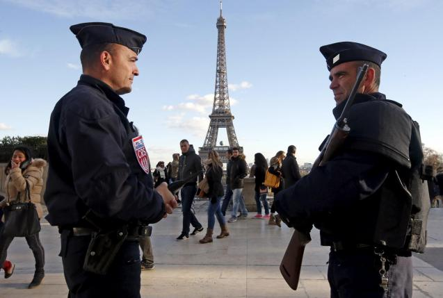 french police officers stand guard by the eiffel tower a week after a series of deadly attacks in the french capital paris photo reuters