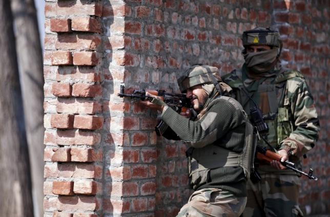 Indian army soldiers take their positions near the site of a gun battle between Indian security forces and militants on the outskirts of Srinagar February 21, 2016.  PHOTO: REUTERS