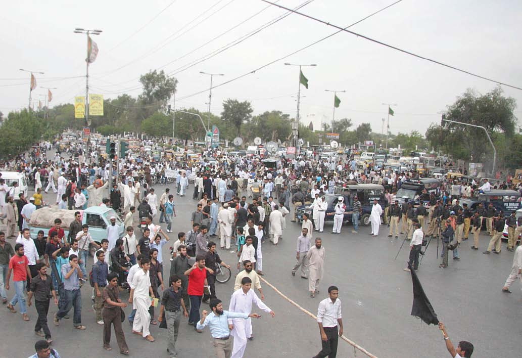 students of dawood engineering college held a protest on numaish chowrangi and blocked the traffic to condemn the hec devolution photo mohammad azeem express