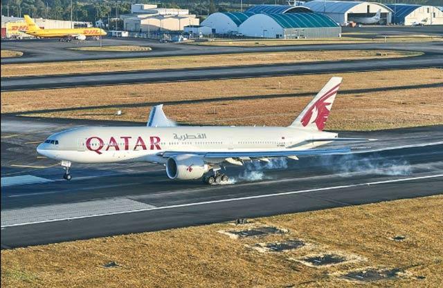 world s longest flight lands in new zealand