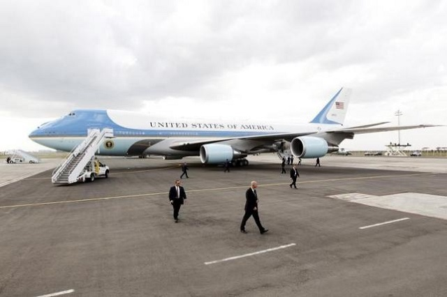 investigators probing plane that flew too close to us presidential jet
