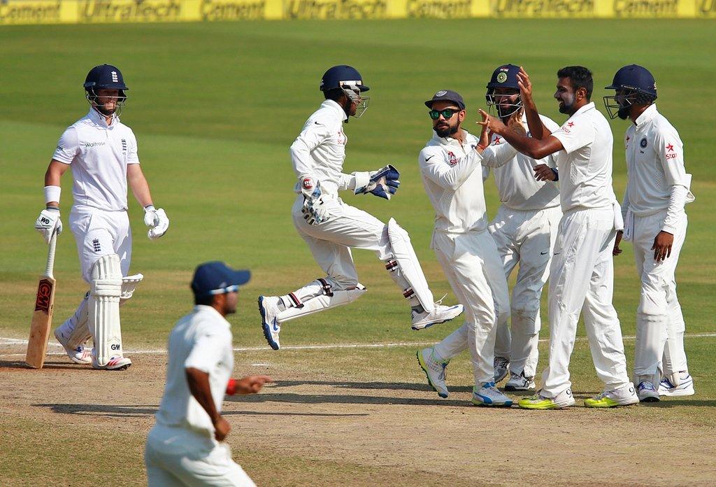 Ravichandran Ashwin (2R) celebrates with teammates. PHOTO: REUTERS/Danish Siddiqui