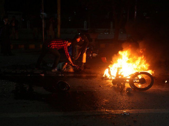 People check the condition of a victim after a blast in Lahore, Pakistan February 13, 2017. PHOTO: REUTERS