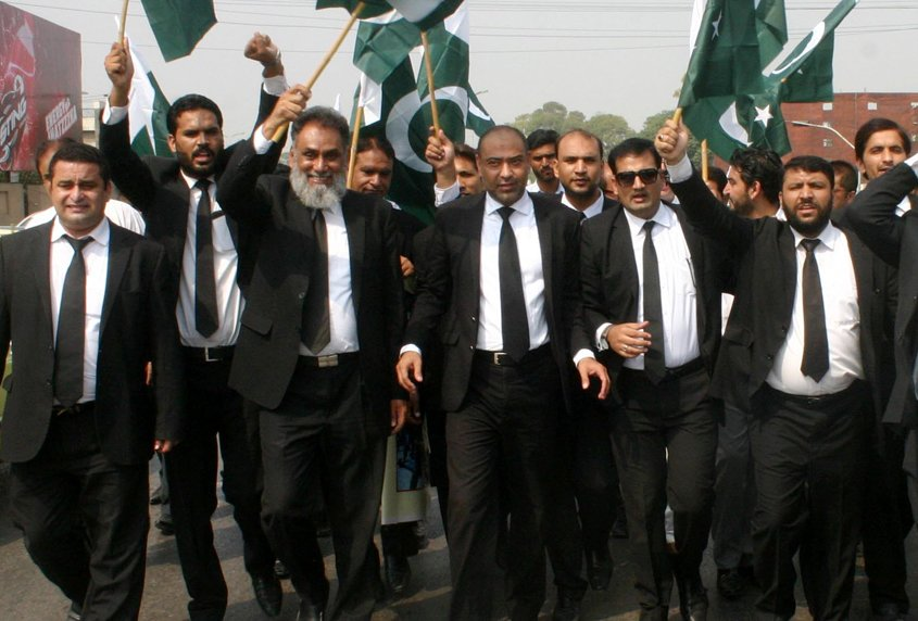 sukkur lawyers protest attack on peshawar judges