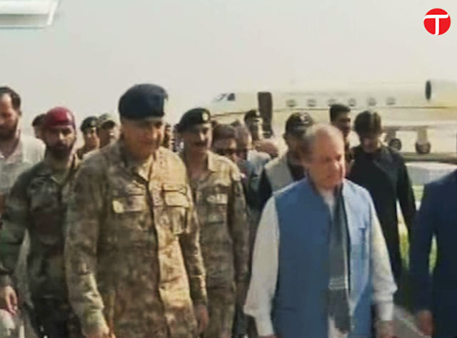 prime minister nawaz sharif and army chief general qamar javed bajwa arrive at a nawabshah hospital to visit sehwan blast victims on friday february 17 2017 screengrab
