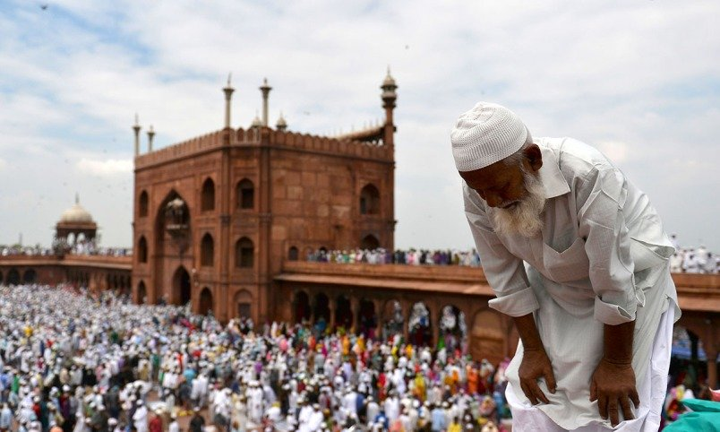indian muslims offer prayers at jama masjid in new delhi photo afp