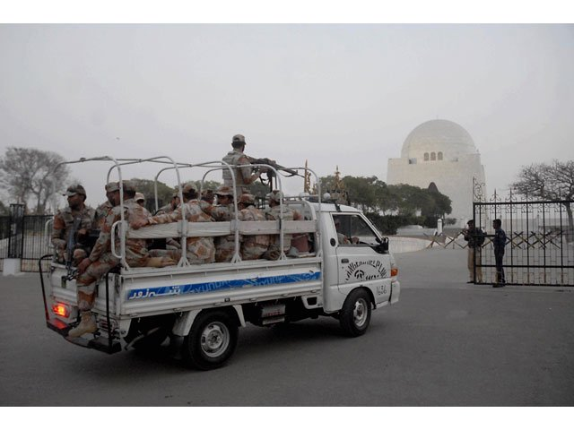 security beefed up at quaid e azam 039 s mausoleum in view of the security threats photo irfan ali express