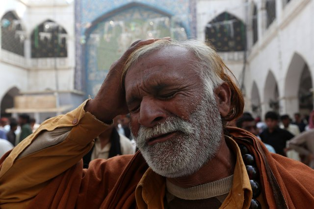 a man beats his head as he mourns the death of a relative who was killed in a suicide blast at the tomb of sufi saint syed usman marwandi also known as the lal shahbaz qalandar shrine on thursday evening in sehwan sharif pakistan 039 s southern sindh province february 17 2017 reuters